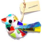 Kleurrijke glazen vogel hanger van speciaal glas. Multicolor glasfusing vogel decoratie voor huis en tuin!