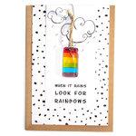 Wenskaart when it rains look for rainbows. handgemaakte glaskunst hanger in regenboog kleuren!