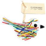Heldere glazen vogel hanger met kleurrijke strepen op het glas. Multicolor glasfusing vogel decoratie