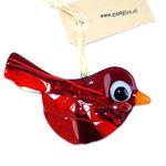 Rode glazen vogel hanger gemaakt van verschillende tinten en soorten rood glas