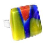 RVS/edelstaal vingerring met rood, geel en blauw glas.