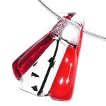 Glazen hanger van helder donkerrood glas, transparant glas en opaal (tomaat)rood glas.
