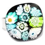 Glazen ring van zwart glas met turquoise, blauwe en groene millefiori bloemen.