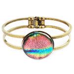 Bronskleurige armband met prachtige luxe roze glazen cabochon van dichroide glas!