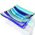 Blauwe glazen schaal met blauwe strepen. Uniek theetipje van het mooiste blauwe glas!