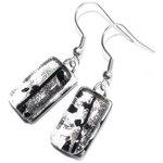 Zilver glas oorbellen handgemaakt in eigen glasatelier. Unieke oorhangers van speciaal glas.