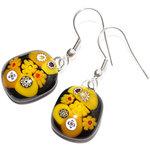 Zwart met gele glazen oorbellen handgemaakt van vrolijke millefiori glas figuren!