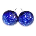 Blauwe glazen oorknopjes handgemaakt van luxe blauw glas met RVS oorstekers.