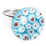 Lichtblauwe millefiori glazen ring. Verstelbare vingerring met handgemaakte glasfusing cabochon uit eigen atelier.