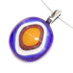 Blauw-gele glashanger met RVS oogje voor aan een ketting. Unieke edelstaal sieraden uit eigen atelier met glasfusing cabochons.