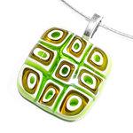 Handgemaakte millefiori glashanger met groen-bruin/goud-witte vierkantjes!
