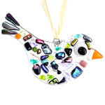Luxe heldere glazen vogel versierd met kostbaar dichroide glas in alle kleuren van de regenboog.