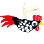 Handgemaakte glazen kip van opaal zwart glas met witte stippen en een mooie heldere rode staart en kam.