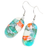 Lange oorbellen van helder blauw met groen en oranje glas.