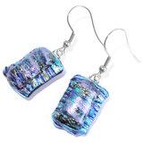 Blauwe glazen oorbellen van speciaal zilver met blauw gestreept glas en prachtig helder iriserend glas.