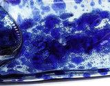 detail foto blauwe accenten in de wijnfles schaal