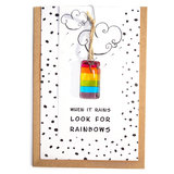 Wenskaart when it rains look for rainbows. handgemaakte glaskunst hanger in regenboog kleuren!