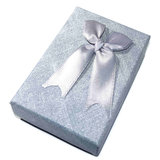 Zilver-grijs cadeaudoosje voor feestelijk verpakken van sieraden!