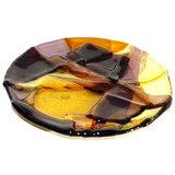 Ronde schaal van helder glas. 14 cm. diameter. Geel, amber, bruin en paars/aubergine tinten.