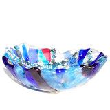 Uniek glazen kommetje van transparant glas, helder blauw en roze glas en accenten van metallic grijs glas.