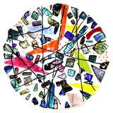Ronde kleurrijke schaal van speciaal glas. Glasfusing fruitschaal