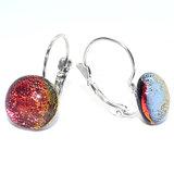 Glazen oorbellen met klaphaken handgemaakt van prachtig rood-oranje glas. Glasfusing uit eigen atelier.