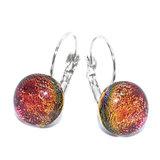 Rood-oranje oorbellen van speciaal glas dat veranderd van kleur!