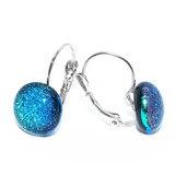 Unieke blauw-groene oorbellen van speciaal glas. Dichte klaphaak oorbellen.