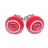 Handgemaakte rood witte oorstekers van glas. Unieke rode oorbellen.