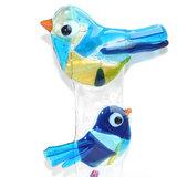 Blauwe vogels van helder glas in houten steun