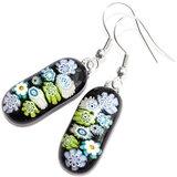 Lange turquoise, blauwe en groene oorbellen van millefiori glas. Unieke lange glazen oorhangers uit eigen atelier.