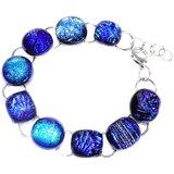Luxe blauwe glazen armband, handgemaakt van bijzonder blauw glas en met een RVS hypo-allergene basis armband.