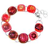 Handgemaakte rode armband van rood glas met hoogwaardige RVS afwerking.