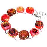 RVS armband met rode glazen kunstwerkjes. Rode glazen armband gemaakt van het mooiste rode glas.