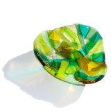 Groene glazen schaal. Unieke glasfusing schaal van het mooiste groene glas.