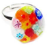 Handgemaakte kinderring met kleurrijke glazen bloemetjes!