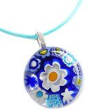 Lichtblauw waxkoord met een glazen hangertje van prachtige blauwe millefiori glazen bloemen