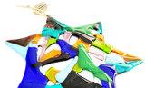 Handgemaakte grote ster van blauw, turquoise, groen, roze, geel, bruin en zwart glas!
