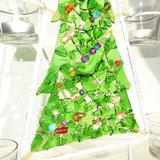 """Groene """"receycle"""" kerstboom versiert met allerlei kleurrijke (glas)kralen!"""