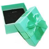 Cadeaudoosje vierkant met strik voor sieraden. Cadeau verpakking voor verjaardag!