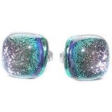 Prachtige glazen oorstekers die kleuren van grijs, paars naar groen. Hele speciale gloed! Hypo-allergene oorbellen.