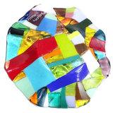 Gekleurde ronde schaal van speciaal glas. Multicolor schaal.