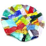 Kleurrijke ronde glazen schaal, gemaakt van prachtig gekleurd glas!
