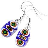 Blauwe glazen oorbellen met blauw-groen-gele millefiori cirkels in het glas!