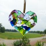 glazen raamhanger hart in paars,blauw en groene kleuren