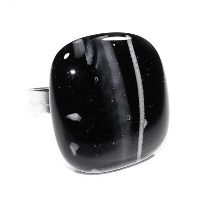 RVS Ring Black Vs. White