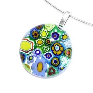 Prachtige ronde groene hanger voor aan een ketting. Handgemaakte glashanger van het bekende Murano glas in de mooiste kleuren e