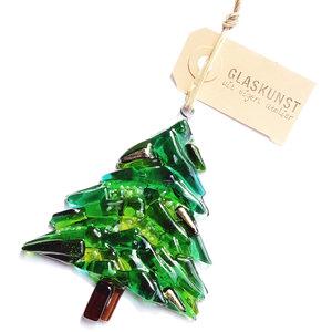 Glazen kerstboom hanger van groen gekleurd glas met subtiele beige-goudkleurige accenten.