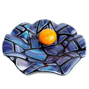 Ronde glazen schaal handgemaakt van zwart en blauw gekleurd glas!