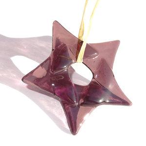 Fraaie paarse glazen kerstster van prachtig helder paars glas! Glazen kerstster om op te hangen.